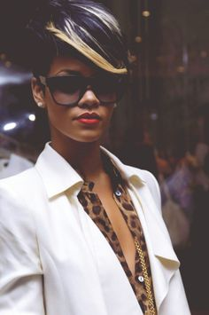 Rihanna, she fashionista like always ♥