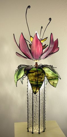 This flower is beautiful.will probably have to have lots of experience with stain glass to accomplish this one! Stained Glass Flowers, Stained Glass Lamps, Stained Glass Designs, Stained Glass Projects, Stained Glass Patterns, Stained Glass Windows, Fused Glass, Blown Glass, Mosaic Art