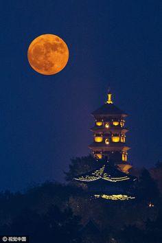 Super moon on November 14, 2016, Nanjing, capital city of Jiangsu Province