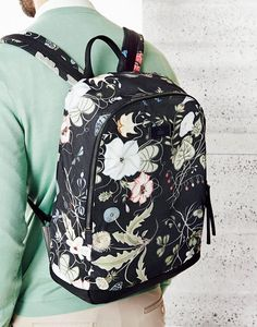 Gucci Men's Cruise 2015 Collection. Flora Knight is striking and modern for men.