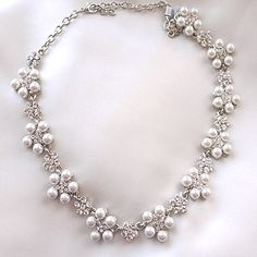 CHIC IVORY PEARL NECKLACE
