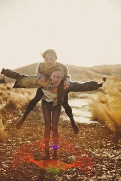 Idée comment se photographie avec meilleure amie
