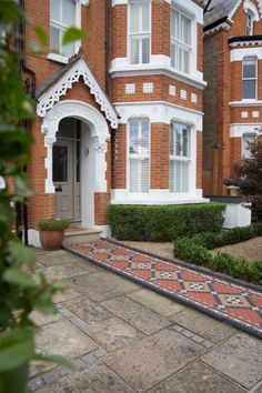An intricate Wandsworth Common font garden has a Victorian mosiac front path, with box hedging and a bespoke bin store – all to complement the fine features Victorian Front Garden, Victorian Terrace House, Victorian Homes, Style At Home, Terrace House Exterior, Front Path, Front Garden Ideas Driveway, Edwardian Haus, Front Gardens