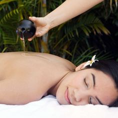 Massage du dos aux huiles essentielles / Back massage with warm essential oils    https://www.facebook.com/Neobienetre?ref=hl
