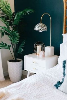 Bedroom Inspiration: Get inspired by the most dazzling bedroom decor that features amazing unique lamps ideen wandgestaltung farbe grün Best Bedroom Paint Color Design Ideas for Inspiration Your Bedroom Bedroom Green, Home Bedroom, Bedroom Retreat, Teal Bedrooms, Master Bedrooms, Teal Bedroom Walls, Teal Walls, Dark Painted Walls, Emerald Bedroom