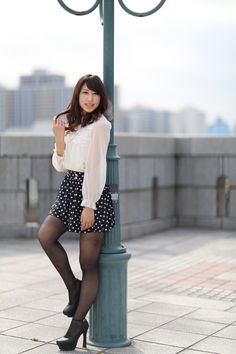 Beautiful Japanese Girl, Japanese Beauty, Beautiful Asian Women, Beautiful Legs, Asian Beauty, Pantyhose Outfits, Nylons And Pantyhose, Black Stockings, Women Legs