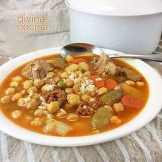You searched for Sopa de verduras con garbanzos - Divina Cocina Nut Recipes, Chili Recipes, Mexican Food Recipes, Vegetarian Recipes, Cooking Recipes, Ethnic Recipes, Spanish Stew, Colombian Cuisine, Breakfast Soup
