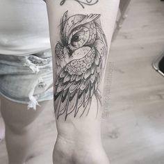 Tatuagem de coruja: 100 inspirações incríveis que vão ganhar o seu coração Badass Tattoos, Mom Tattoos, Finger Tattoos, Cute Tattoos, Body Art Tattoos, Sleeve Tattoos, Tattoos For Guys, Tattos, Owl Tattoo Design
