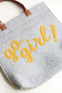 "DIY ""Go, Girl!"" Felt Tote with the Silhouette Cameo - WordPress Sitesi Craft Projects For Adults, Diy Craft Projects, Diy Crafts, Craft Ideas, Book Crafts, Felt Crafts, Craft Books, Jute, Felt Purse"