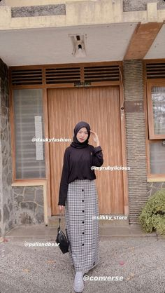 Hijab Fashion Summer, Modest Fashion Hijab, Modern Hijab Fashion, Street Hijab Fashion, Korean Girl Fashion, Casual Hijab Outfit, Hijab Fashion Inspiration, Ootd Hijab, Muslim Fashion