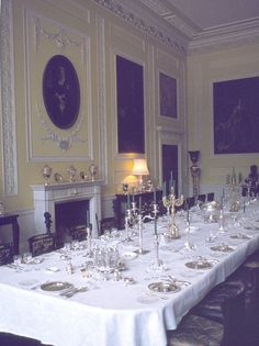 The Dining Room at Ragley Hall Belton House, Harewood House, Romantic Homes, Elegant Homes, Neoclassical Interior, English Decor, Home Ceiling, Decoration Table, Victorian Homes