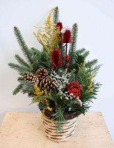 Květinářství U Aničky New Year's Crafts, Christmas And New Year, Flower Art, Floral Arrangements, Christmas Wreaths, Homemade, Holiday Decor, Flowers, Plants