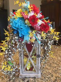 Wreath Crafts, Tree Crafts, Decor Crafts, Diy And Crafts, Lantern Centerpieces, Centerpiece Ideas, Lanterns, Funky Bow, Pioneer Woman Kitchen