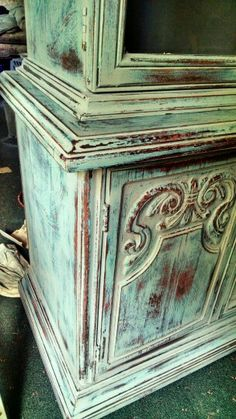 Annie Sloan Painted Furniture, Annie Sloan Paints, Distressed Furniture, Hand Painted Furniture, Paint Furniture, Furniture Making, Furniture Makeover, Shades Of Green, 50 Shades