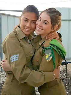 Idf Women, Military Women, Israeli Girls, Cute Lesbian Couples, Brave Women, Military Girl, Female Soldier, Sexy, Girls Uniforms