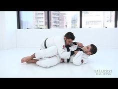 https://www.youtube.com/watch?v=LvdxoDELNgg Please send us your doubt: contato@exclusivejiujitsu.com.br or by comment. Instagram: https://www.instagram.com/exclusivejiujitsu/ João Paulo Bertuccelli and Guilherme Pinheiro. • Position : 3:23 – Details that don't work well for us. 6:31... Jitseasy