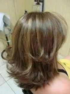 Swans Style is the top online fashion store for women. Medium Hair Cuts, Medium Hair Styles, Curly Hair Styles, New Hair Do, Great Hair, Hair Origami, Mom Hairstyles, Layered Haircuts, Hair Pictures