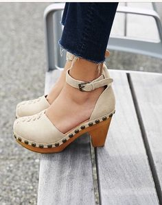 Jeffrey Campbell X Free People Wooden Daub Clogs Pretty Shoes, Beautiful Shoes, Cute Shoes, Me Too Shoes, Clogs Shoes, Shoe Boots, Shoes Heels, Clog Sandals, Flat Shoes