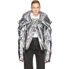 Chen Peng Silver Metallic Short Quilted Puffer Jacket ($1,070) ❤ liked on Polyvore featuring outerwear, jackets, silver, zipper jacket, quilted jacket, metallic jackets, quilted puffer jacket and stand up collar jacket