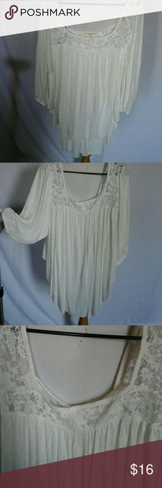 Beautiful off white colored top lace accent 2X Blouse 100% rayon lace hundred percent polyester high low blouse Paper + tee Tops