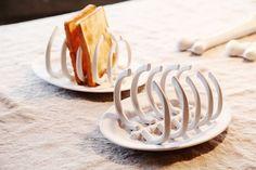Rib cage toast stand