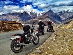 Leh Ladakh Bike Trip - Opens the World of Scenic Vistas Before You - Travel Information & Tourist Guide Best Places To Travel, Cool Places To Visit, Travel Pics, Travel Quotes, Mountain Bike Tour, Mountain Biking, Spiti Valley, Leh Ladakh, Motorcycle Travel