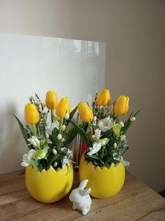 Easter Flower Arrangements, Easter Flowers, Easter Tree, Easter Wreaths, Floral Arrangements, Easter Arts And Crafts, Easter Egg Crafts, Easter Projects, Easter Gift