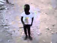 Criança haiti dançando