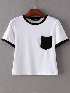 Camiseta ribete negro bolsillo crop -blanco
