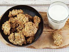 Diese Kekse können sich wirklich Haferflockenkekse nennen. Denn Hauptbestandteil sind kernige Flocken, die vor dem Backen geröstet werden. Und so geht's!