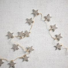 Decking the halls just got easier. Our Kraft + Glitter Stars Garland brings seasonal style—and a touch of sparkle—to any tree, mantel or staircase.