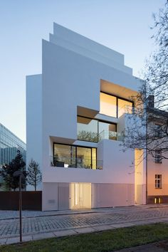 Berlin House of Atelier Zafari / Sharp Edges - Architecture and Architects - News / News / - BauNetz Architecture Bauhaus, Le Corbusier Architecture, Residential Architecture, Amazing Architecture, Contemporary Architecture, Art And Architecture, Contemporary Design, Facade Design, Exterior Design