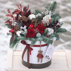 35 Ideas flowers wreath centerpiece for 2019 Christmas Flower Arrangements, Christmas Flowers, Christmas Table Decorations, Christmas Home, Flower Decorations, Christmas Wreaths, Christmas Crafts, Christmas Ornaments, Flower Box Gift