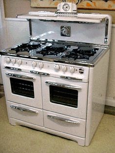 Antique Gas Stoves Vintage Wedgewood 6 Burner Double Oven With Glass Doors Clock with Salt & Pepper Shakers Cook Light and Timer