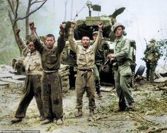 Young captured North Koreans put their hands up and surrender as a US Marine (right) point. Us Marines, Gi Joe, War Photography, Historical Images, Korean War, American Soldiers, Vietnam War, Vietnam Veterans, Military History