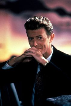 1986 - David Bowie as Vendice Partnes in Absolute Beginners film (backstage photo) David Bowie Tribute, David Bowie Ziggy, Bowie Starman, Believe, The Thin White Duke, Major Tom, Ziggy Stardust, Thing 1, David Jones