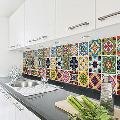 Nuestras etiquetas de teja son la solución adecuada para cambiar el aspecto de los azulejos existentes o para crear una pared característica dondequiera en su hogar. Estas etiquetas pueden ir sobre sus azulejos existentes, hacen parecer nuevo y tenía un poco de color. Son perfectos