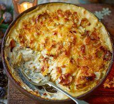 Cheesy Celeriac Leek Rosemary Gratin Bbc Good Food - Pour A Little Of The Leek Mixture Into An Ovenproof Gratin Dish Arrange A Layer Of Celeriac In The Dish Then Season Spoon Over Some More Of The Leek Mixture And Scatter With A Little Cheese Repeat Bbc Good Food Recipes, Vegetable Recipes, Cooking Recipes, Easy Cooking, Recipes Dinner, Celeriac Recipes, Plats Healthy, Plats Weight Watchers, Vegetarian Cooking