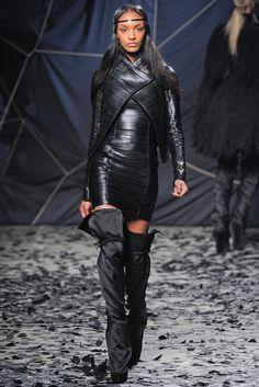 Gareth Pugh Fall 2012 Ready-to-Wear Fashion Show - Jourdan Dunn (Women)