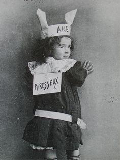 Heureusement qu'on a finii avec ces erreurs éducatives! Vintage Pictures, Vintage Images, Vintage School, Black White Art, Portrait Photo, Cute Kids, The Past, Culture, Portraits