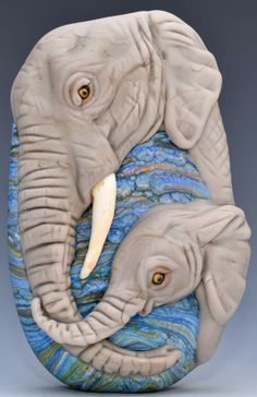 Elephant mama and baby lampwork bead by artist Joy Munshower Polymer Clay Art, Polymer Clay Jewelry, Complex Art, Decorative Beads, Beads Pictures, Beaded Animals, Handmade Beads, How To Make Beads, Lampwork Beads