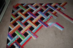 A neat scrappy pattern idea! No real pattern, but a clear explanation and lots of pictures to follow. The possibilities are endless with thousands of fabrics to choose from at the Fabric Shack at http://www.fabricshack.com/cgi-bin/Store/store.cgi Repined: Basket weave quilt - lessons