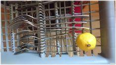 Zitronen als Reiniger in die Geschirrspülmaschine für Glanz an Geschirr und Besteck Lifehacks, Sparkle, Flatware, Round Round, Essen, Life Cheats, Life Hacks