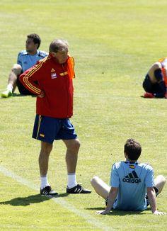 Toni Grande conversando con Mata en Las Rozas en 2013 #seleccionespanola #LaRoja #diariodelaroja