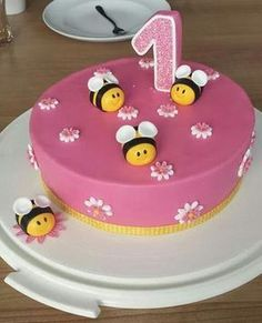 Birthday-Kids Bee-cake for the birthday backideen Easy Smoothie Recipes, Easy Smoothies, Bee Cakes, Maila, Pumpkin Spice Cupcakes, Coconut Recipes, Fall Desserts, Ice Cream Recipes, Cakes And More
