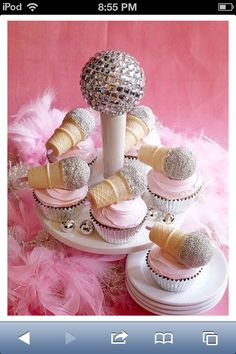 Microphone Cupcakes for a Rock Star or Karaoke Party Rock And Roll Birthday, Dance Party Birthday, Girl Birthday, Birthday Wishes, Happy Birthday, Taylor Swift Party, Taylor Swift Birthday, Taylor Swift Cake, Diva Party