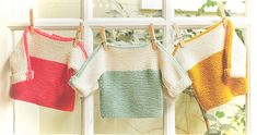 Sød, lille, tofarvet sweater i 6 størrelser (nyfødt - 4 år). Den er strikket i ren bomuld og er meget hurtig og let at lave. Strikket i 100 % bomuld på pinde 4. Læs mere ...