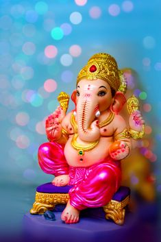 If you want to fulfil all desires, amass wealth and remove doshas, choose 32 forms of Ganesha Homam. The God of Wisdom is sure to protect and remove obstacles. Jai Ganesh, Ganesh Lord, Ganesh Idol, Shree Ganesh, Ganesha Art, Shri Ganesh Images, Ganesh Chaturthi Images, Ganesha Pictures, Happy Ganesh Chaturthi