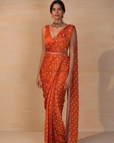 Trendy Sarees, Stylish Sarees, Fancy Sarees, Dress Indian Style, Indian Fashion Dresses, Indian Designer Outfits, Mode Bollywood, Bollywood Dress, Saree With Belt
