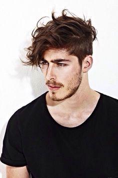 Corte de cabelo moderno para homens de cabelo liso/ondulado.